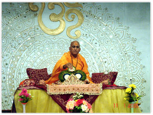 Swami Avdheshanand Giri-giving-a-lecture-image.jpg